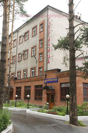 """Внешний вид отеля """"Баринова роща"""" в Гусе Хрустальном"""