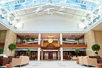 """Холл отеля """"Онего Палас"""" в Петрозаводске"""