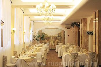 """Ресторан в отеле """"Волхов"""", Великий Новгород"""